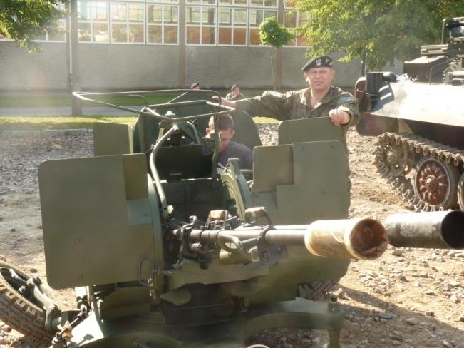 Po ciężkiej pracy przyszedł czas na relaks również dla nas. Mieliśmy okazję dotknąć prawdziwego żołnierskiego rzemiosła. Broń krótka, długa, karabiny szturmowe, działko przeciwlotnicze, sprzęt technicznego wsparcia pola walki, amfibie, bojowe wozy piechoty no i oczywiście czołgi.