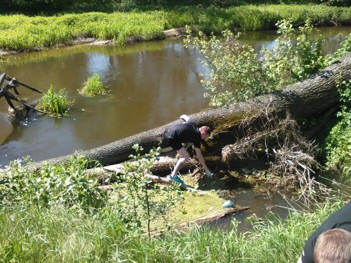 Sprzątanie rzeki Rawki