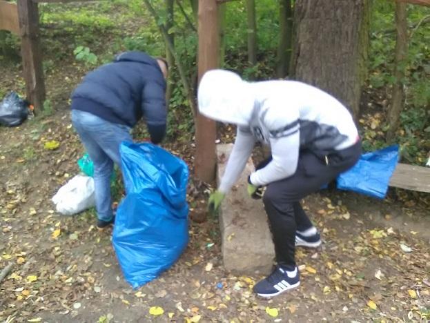 Jesienne sprzątanie rzeki Rawki