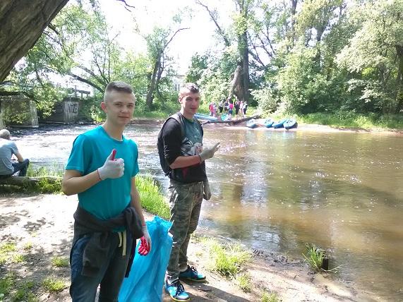 Wiosenne sprzątanie rzeki Rawki