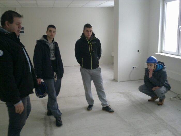 Wycieczka na plac budowy i do składów budowlanych