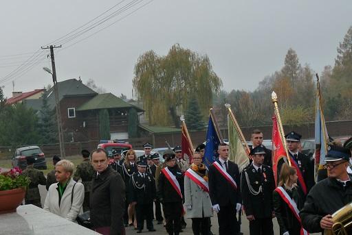 Udział wychowanków w odsłonięciu pomnika w Puszczy Mariańskiej.
