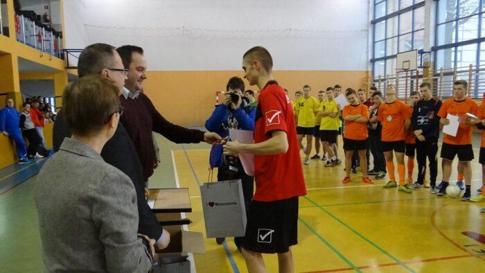 X Turniej Szkół Ponadgimnazjalnych w piłce nożnej halowej z okazji 34 rocznicy upamiętnienia ofiar stanu wojennego.